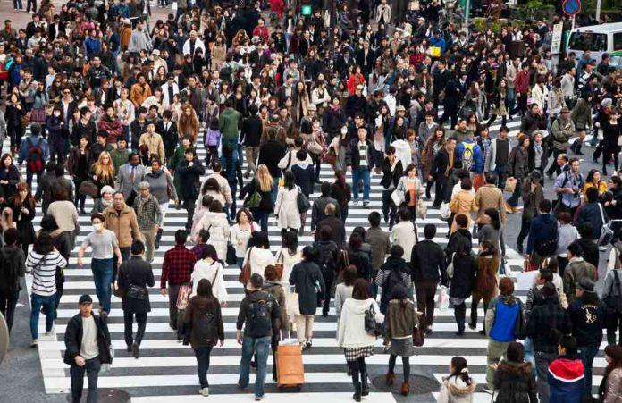urban-people-696x451